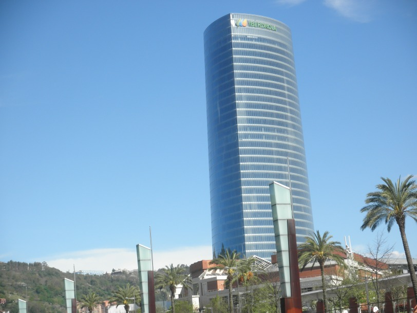 The Iberdrola Towerdesigned by architect César Pelli, is the tallest building in the Basque Country and the largest of all office skyscrapers rising in Spain