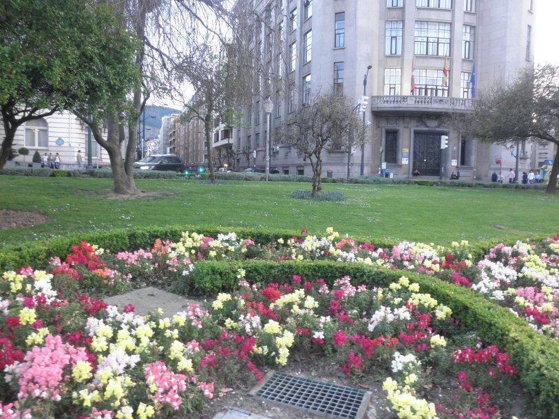 Park along Plaza Moyua