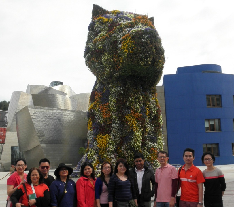 The group in front of the most photographed Work in the museum, The Puppy